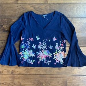 Gorgeous Embroidered Flutter Sleeve Top NWOT (M)